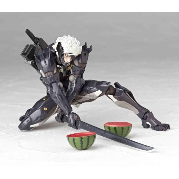 metal-gear-rising-revengeance-raiden-revoltech-yamaguchi-no140-en