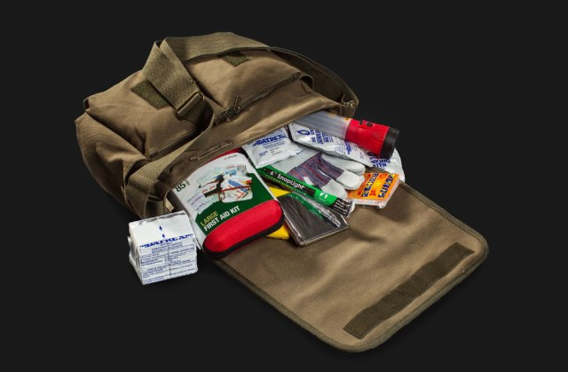 Walking-Dead-Survival-Kit-b
