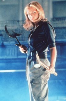 "Sarah Michelle Gellar as Buffy in 1998's ""Anne"". Nothing gets more badass than this picture."