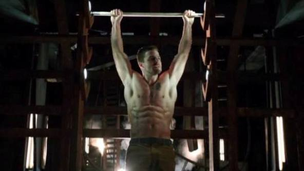 stephen-amell-arrow-armpit-shirtless-cw-facebook