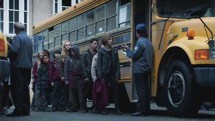 Gotham - %22Selina Kyle%22 Bus Full of Kids