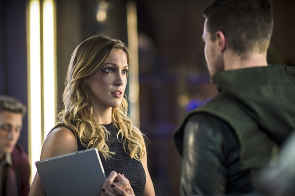 Laurel was the female anchor of the group this week in Felicity's absence.  And that sucked.